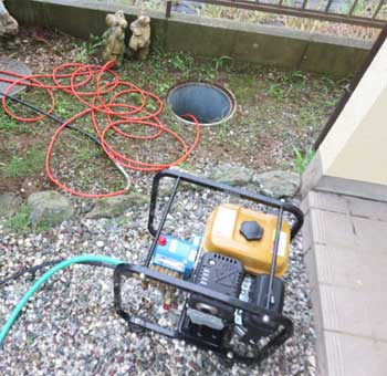 屋外埋没排水管のつまりを修理(排水マスつまり含む)