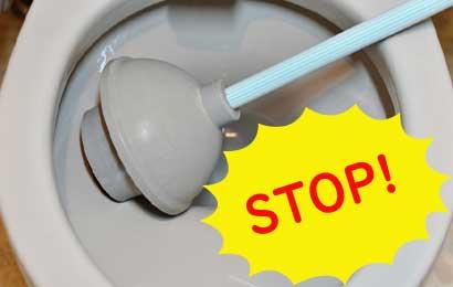 尿取りパッドがトイレにつまった時はラバーカップは使わない!