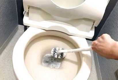 トイレブラシが折れてトイレがつまった!