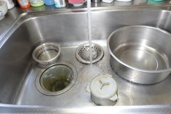 水の流れが悪いキッチン