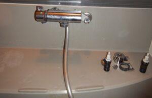 サーモスタット水栓修理中