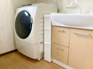 排水口が隠れている洗濯置き場